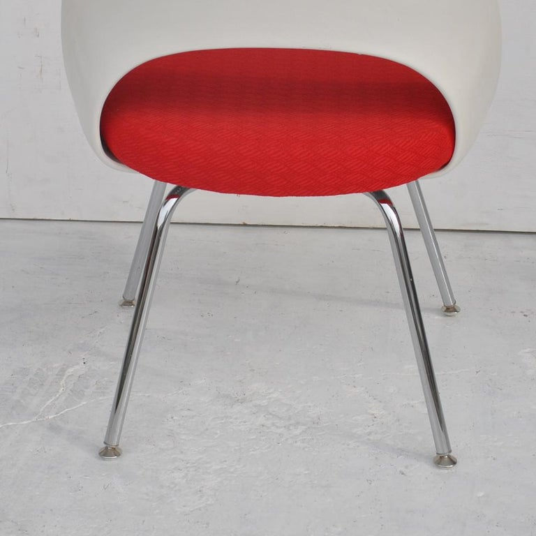 Set of Four Contemporary Knoll Eero Saarinen 72C-PC Dining Side Chairs In Good Condition For Sale In Pasadena, TX