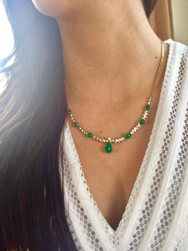 Retro Suite Colombian Emerald Diamond Necklace and Earrings 16.7 Carat For Sale