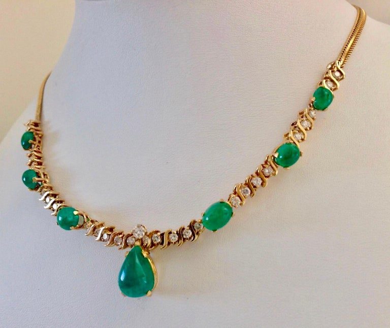 Round Cut Suite Colombian Emerald Diamond Necklace and Earrings 16.7 Carat For Sale