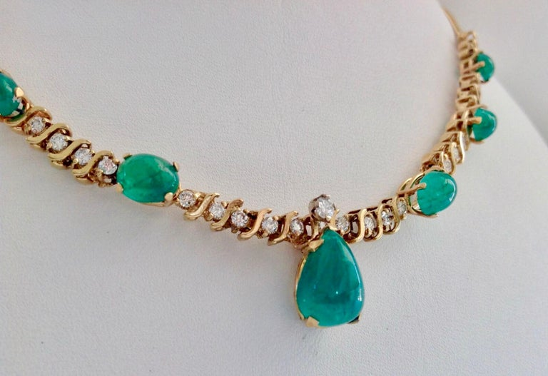 Suite Colombian Emerald Diamond Necklace and Earrings 16.7 Carat In Excellent Condition For Sale In Brunswick, ME