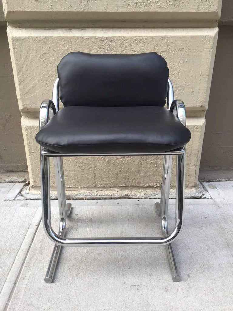 Set of Four Vintage Jerry Johnson Bar Stools In Good Condition For Sale In New York, NY