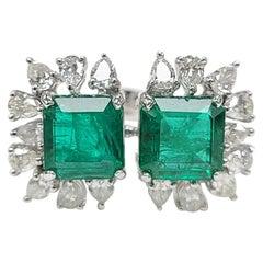 18 Karat White Gold Natural Zambia Emerald Ring Set with Diamonds