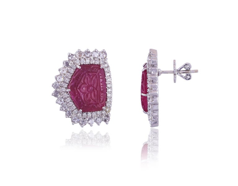 Art Deco Set in 18 Karat Gold, Natural, Mozambique Carved Ruby and Diamonds Stud Earrings For Sale