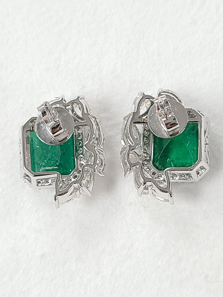 18 Karat White Gold Natural Zambian Emeralds Studs with Diamonds In New Condition For Sale In Hong Kong, HK