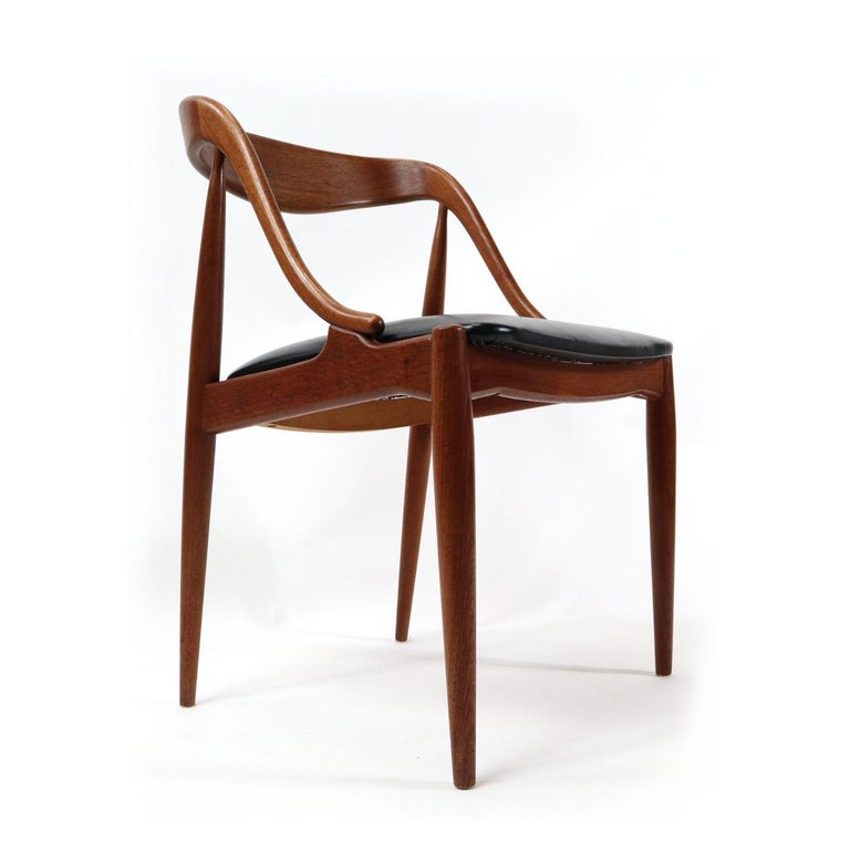 Set of 10 Johannes Andersen for Uldum Møbelfabrik Danish Teak Dining Chairs In Excellent Condition In Chattanooga, TN