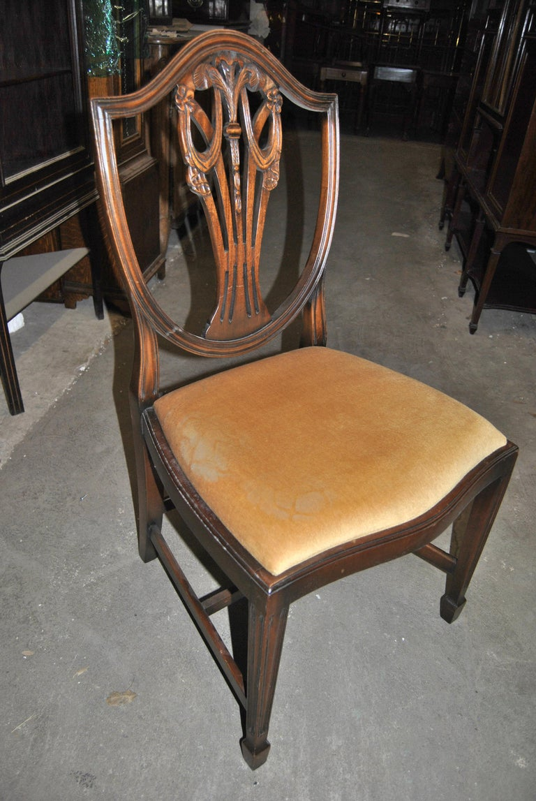 Set of 12 20th Century English Mahogany Hepplewhite Style Shield Back Chairs For Sale 3