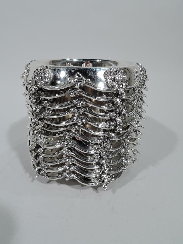 Set of 12 Antique American Art Nouveau Sterling Silver Dessert Bowls In Excellent Condition For Sale In New York, NY