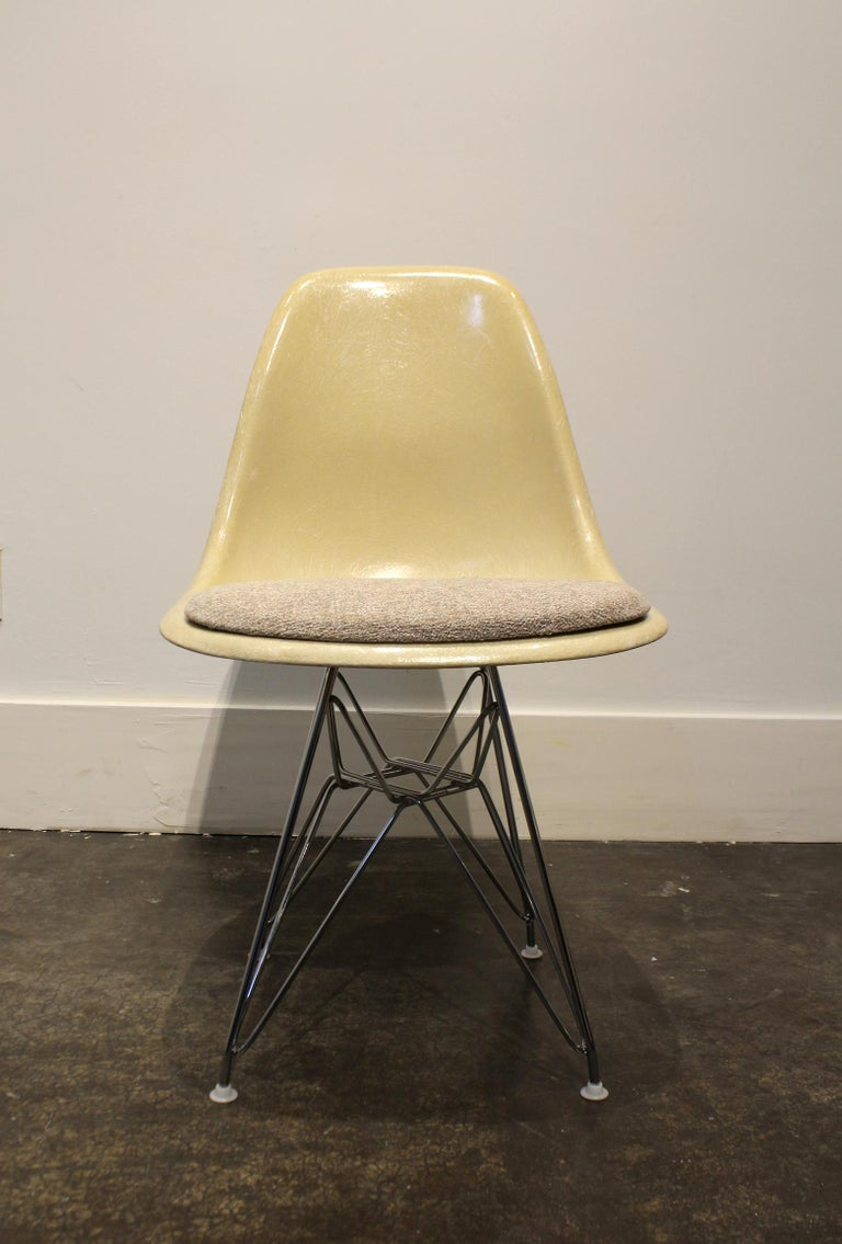 American Set of 12 Eames for Herman Miller Fiberglass Side Chairs Eiffel Tower Base For Sale
