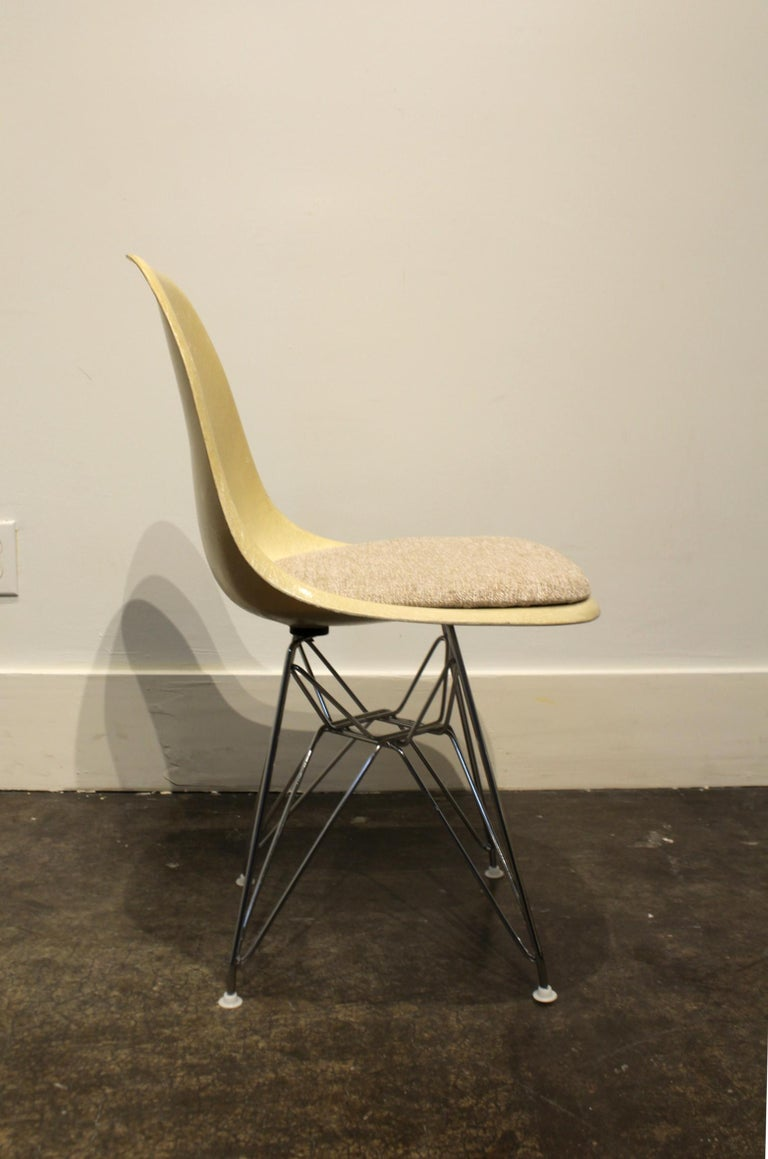 20th Century Set of 12 Eames for Herman Miller Fiberglass Side Chairs Eiffel Tower Base For Sale