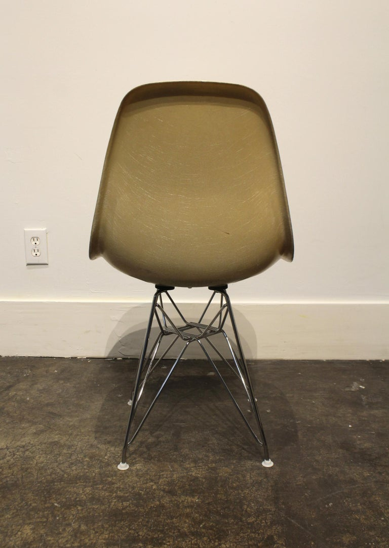 Steel Set of 12 Eames for Herman Miller Fiberglass Side Chairs Eiffel Tower Base For Sale