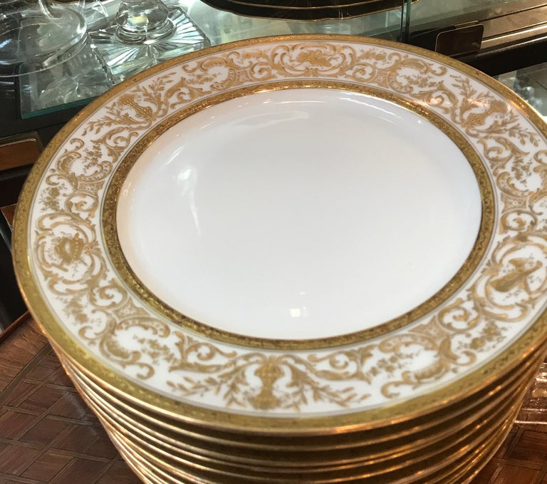Set of 12 French Antique Raised Gilt Plates, circa 1900 In Excellent Condition For Sale In Lambertville, NJ