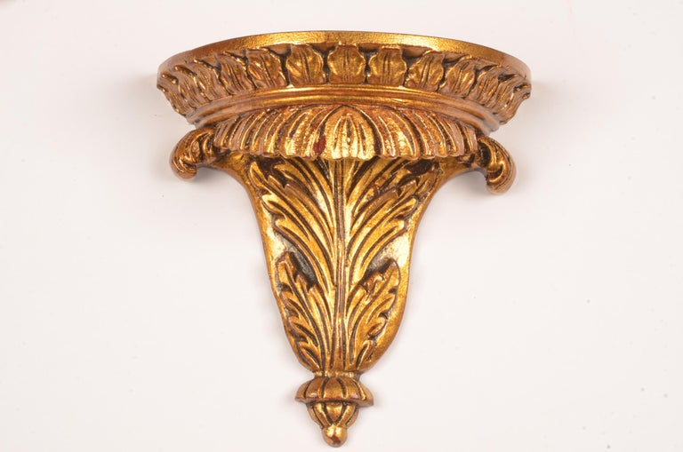 In zeer good condition a set of 12 hand carved giltwood wallbrackets in Georgina style.  Measures: Hoog; 16.5 cm breed; 16.5 diep; 8.5 cm.