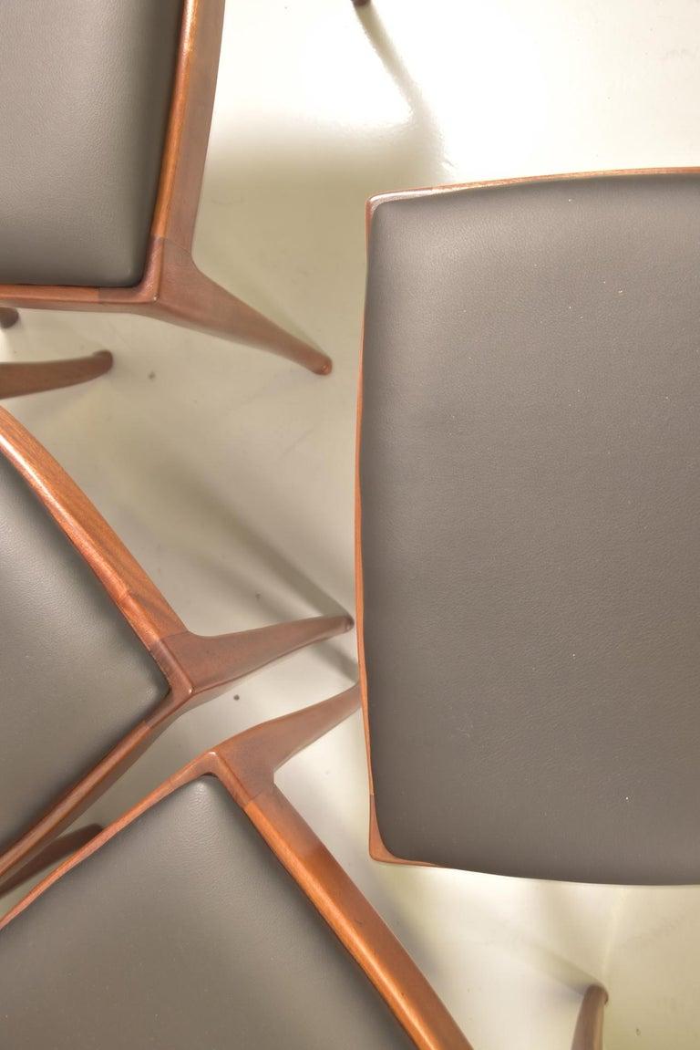 Set of 12 Italian Modern Mahogany Dining Chairs, Osvaldo Borsani For Sale 13