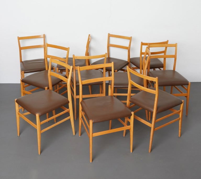Set of 12 Leggera dining chairs in ash wood and leather by Gio Ponti for Cassina  These iconic chairs are the model 646