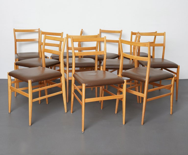Italian Set of 12 Leggera Dining Chairs in Ash Wood and Leather by Gio Ponti for Cassina For Sale