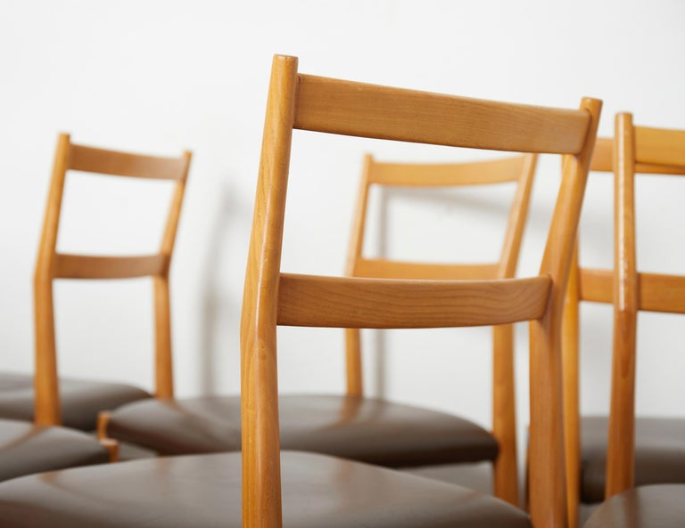 Set of 12 Leggera Dining Chairs in Ash Wood and Leather by Gio Ponti for Cassina For Sale 1