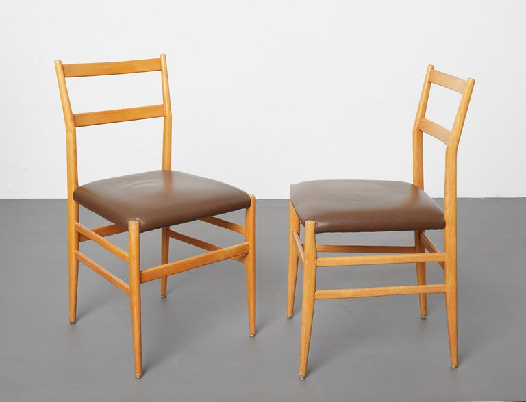 Set of 12 Leggera Dining Chairs in Ash Wood and Leather by Gio Ponti for Cassina For Sale 2