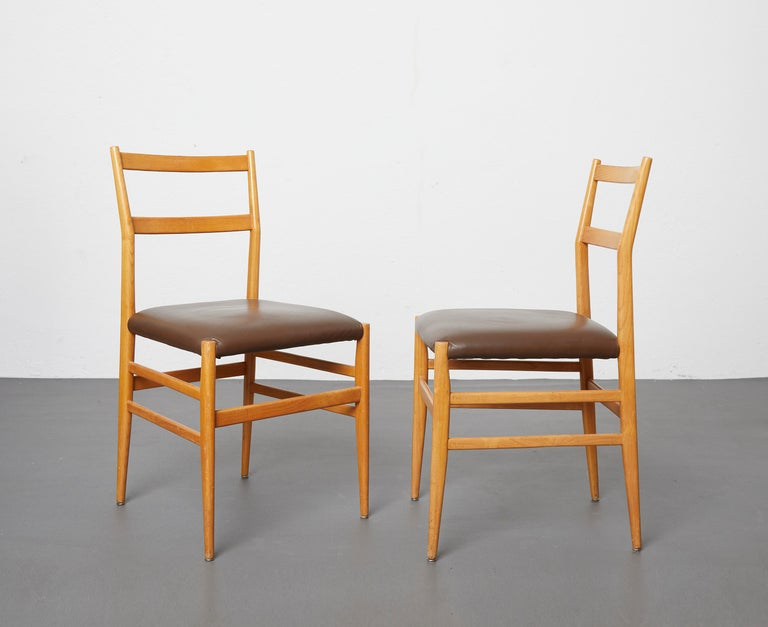 Set of 12 Leggera Dining Chairs in Ash Wood and Leather by Gio Ponti for Cassina For Sale 3