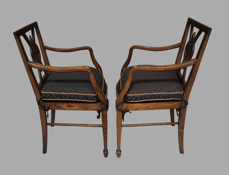 American Set of 12 Mahogany Dining Chairs in the Neoclassical Taste For Sale
