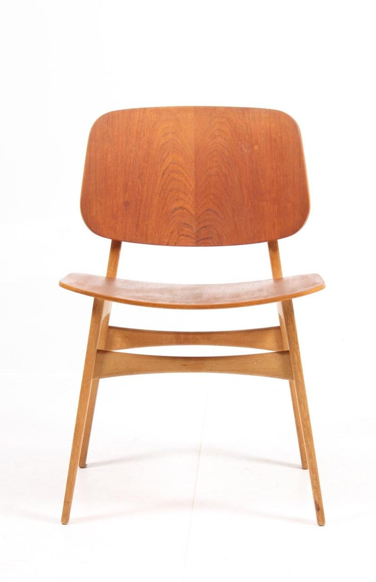 Set of 12 side chairs in teak on a solid oak frame. Designed by MAA. Børge Mogensen, made by Søborg Møbelfabrik Denmark in the 1950s. Good original condition.