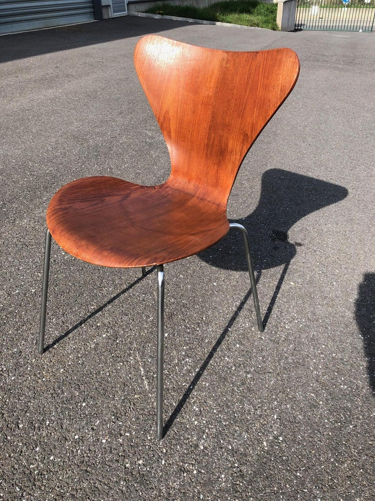 Set of 13 Teak Chairs Design Arne Jacobsen In Good Condition For Sale In Brooklyn, NY