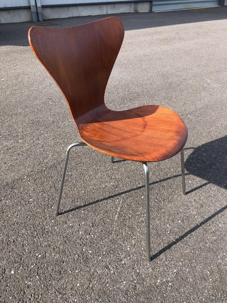 Set of 13 Teak Chairs Design Arne Jacobsen For Sale 1