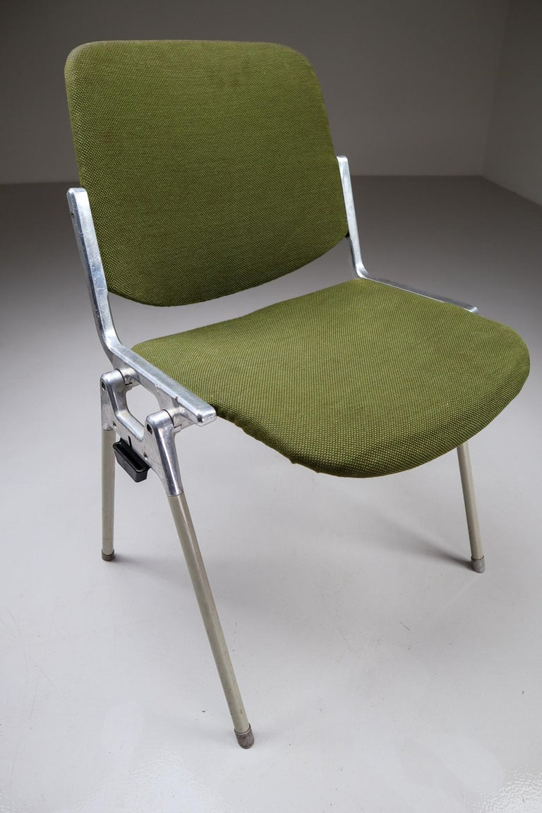 Mid-Century Modern Set of 18 Olive Green Castelli DSC 106 Stacking Chairs by Giancarlo Piretti 1965 For Sale