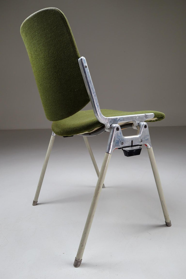 Set of 18 Olive Green Castelli DSC 106 Stacking Chairs by Giancarlo Piretti 1965 In Good Condition For Sale In Almelo, NL