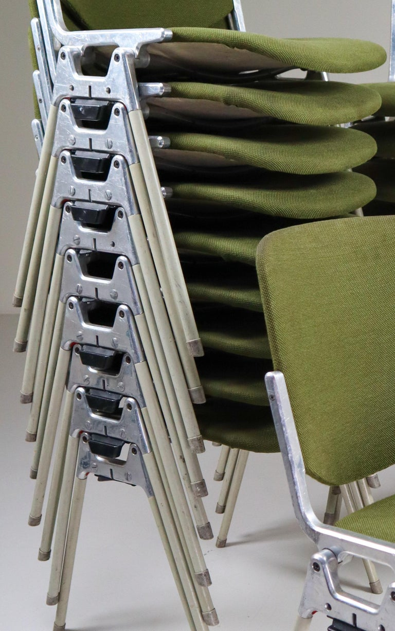 20th Century Set of 18 Olive Green Castelli DSC 106 Stacking Chairs by Giancarlo Piretti 1965 For Sale