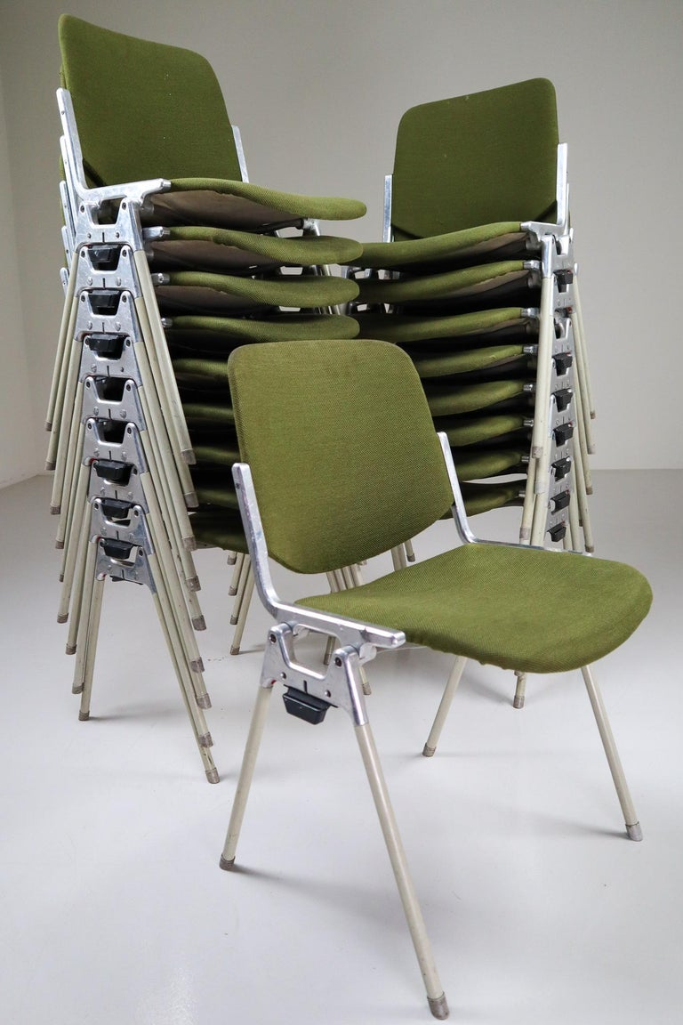 Aluminum Set of 18 Olive Green Castelli DSC 106 Stacking Chairs by Giancarlo Piretti 1965 For Sale