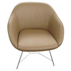2 braun Leder Turtle Lounge Stühle