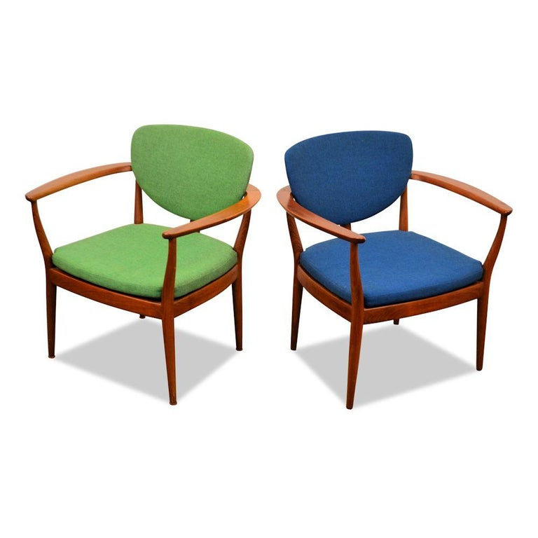 Set of 2 super stylish vintage Finn Juhl style lounge chairs designed by an unknown Danish designer. Made out of beautiful teak wood, upholstered in beautiful green and blue woven fabric, loose seat cushions and featuring gorgeous curved backrest.