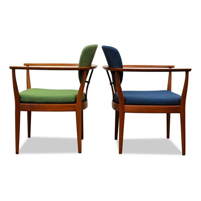 Mid-Century Modern Set of 2 Danish Design Finn Juhl Style Teak Chairs For Sale