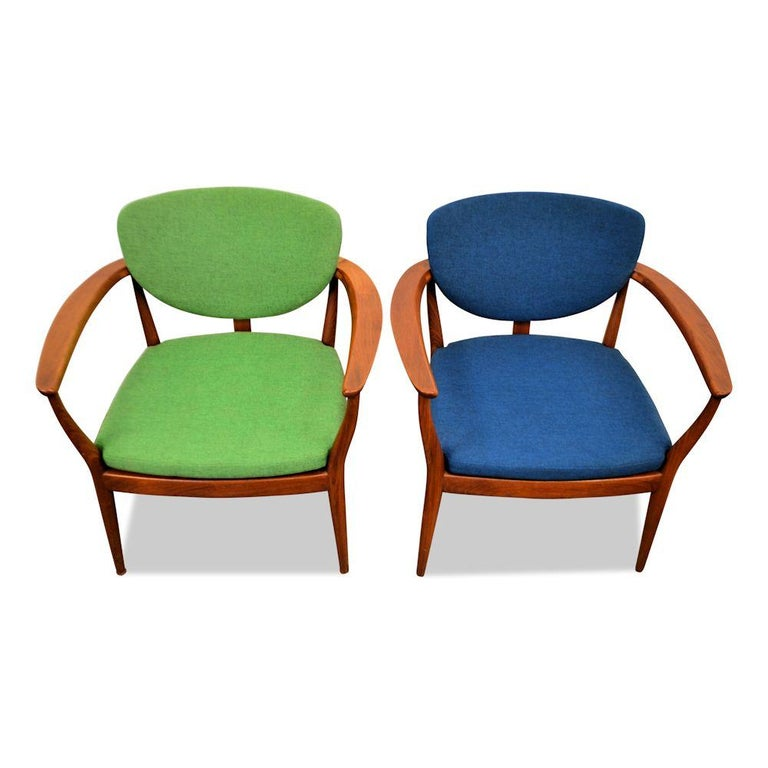 20th Century Set of 2 Danish Design Finn Juhl Style Teak Chairs For Sale