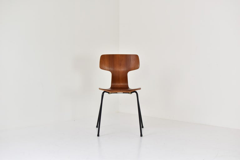 Set of 2 Early 'Hammer' Chairs by Arne Jacobsen for Fritz Hansen, Denmark 1960's In Good Condition For Sale In Antwerp, BE