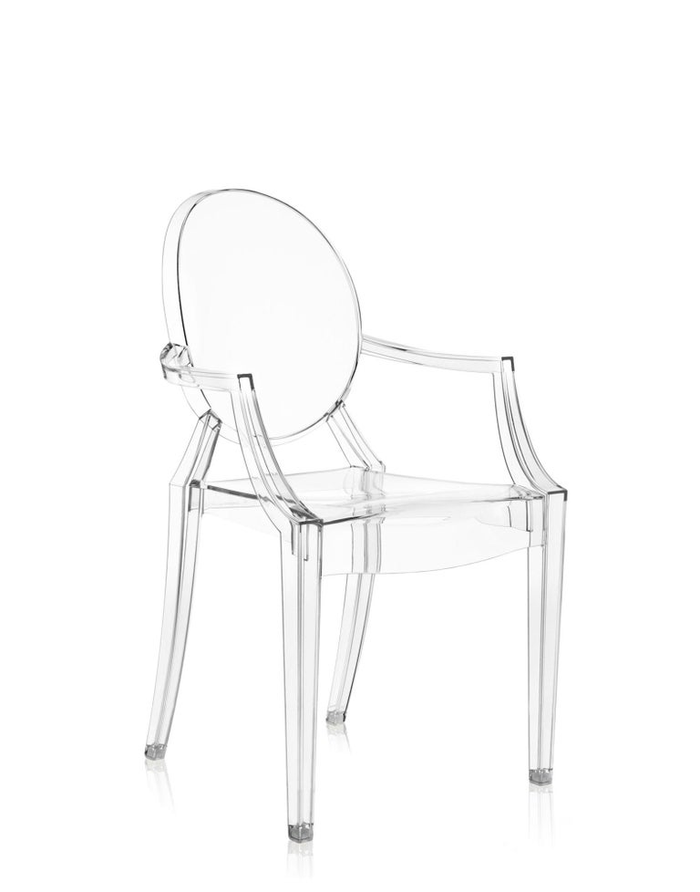 A comfortable armchair in transparent and colored polycarbonate in the Louis XV style, it is the quintessence of baroque revisited to dazzle, excite and captivate. Louis Ghost is the most daring example in the world of injected polycarbonate in a