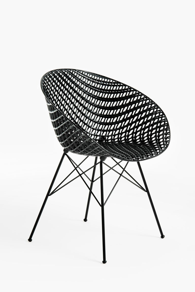 The constant interplay of design and technological innovation has led to the creation of Smatrik, the latest interpretation of a chair, designed by Tokujin Yoshioka. It has an innovative frame that creates a three-dimensional effect, which makes it