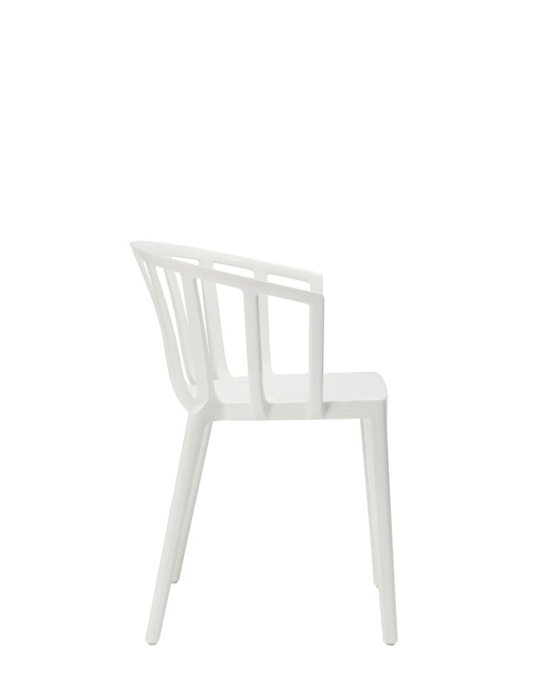 Modern Set of 2 Kartell Venice Chairs in White by Philippe Starck For Sale