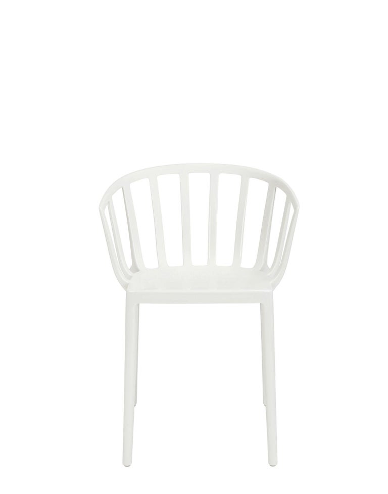 Set of 2 Kartell Venice Chairs in White by Philippe Starck In New Condition For Sale In New York, NY