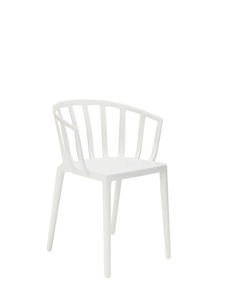 Set of 2 Kartell Venice Chairs in White by Philippe Starck For Sale 1
