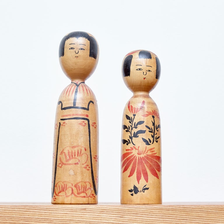Set of 2 Kokeshi Japanese Wood Hand Painted Doll In Good Condition For Sale In Barcelona, Barcelona