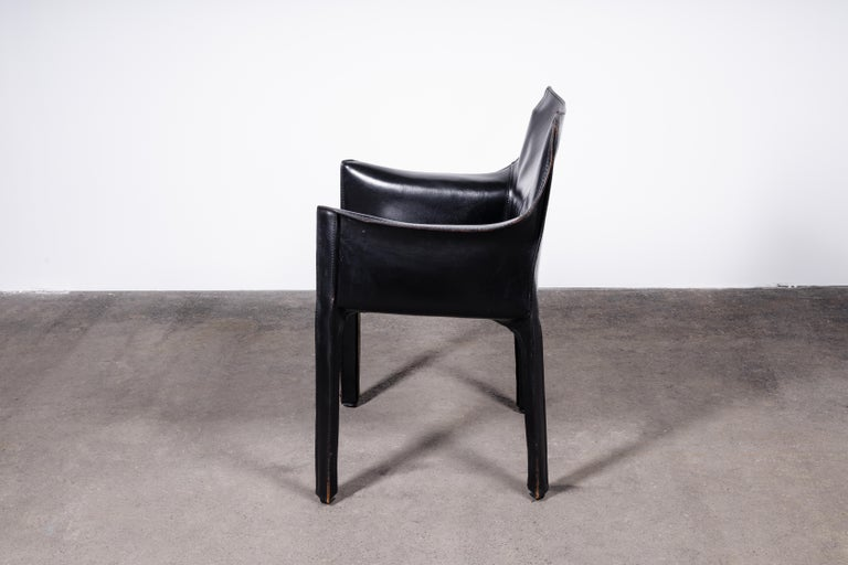 Mid-Century Modern Set of 2 Mario Bellini CAB 414 Chairs in Black Leather for Cassina For Sale