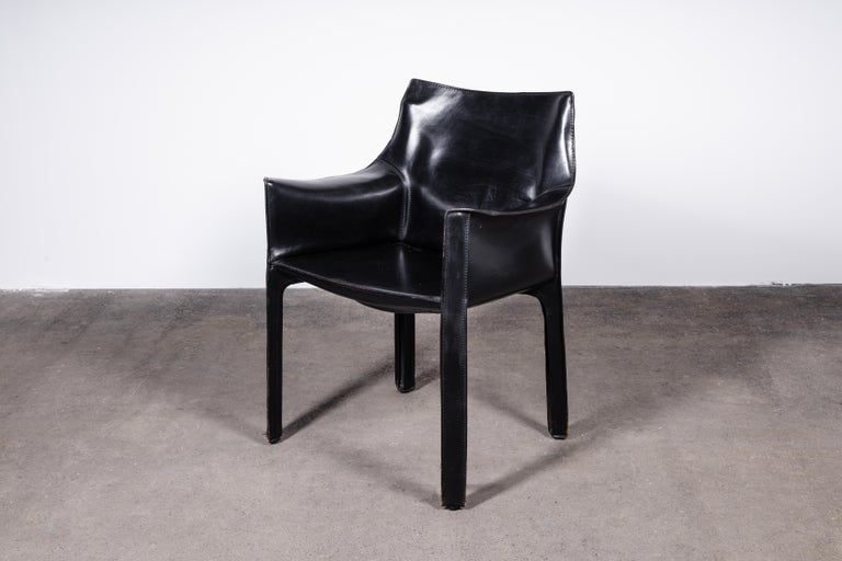 Italian Set of 2 Mario Bellini CAB 414 Chairs in Black Leather for Cassina For Sale