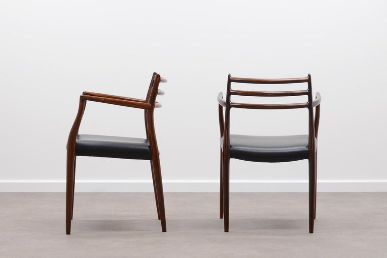Set of 2 model 62 rosewood dining chairs by Niels Otto Møller for JL Møllers møbelfabrik 60s. Solid rosewood frame and black leather seat. Beautiful details and in very good vintage condition.