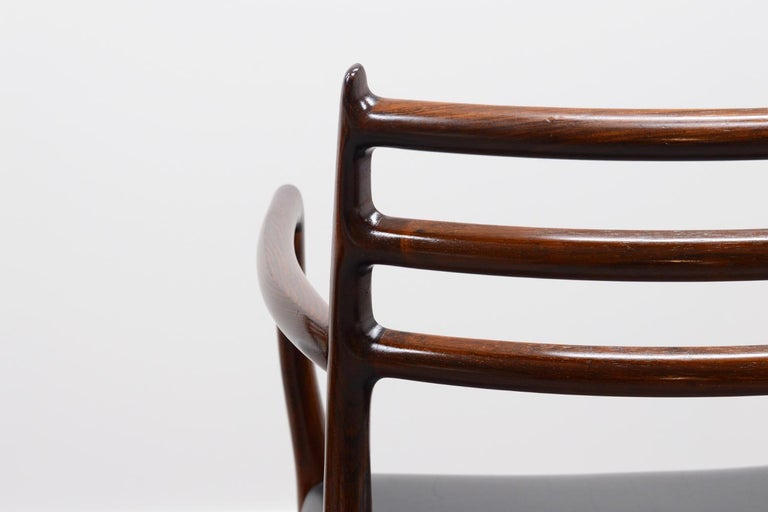 Mid-Century Modern Set of 2 Model 62 Rosewood Dining Chairs by Niels Otto Møller For Sale