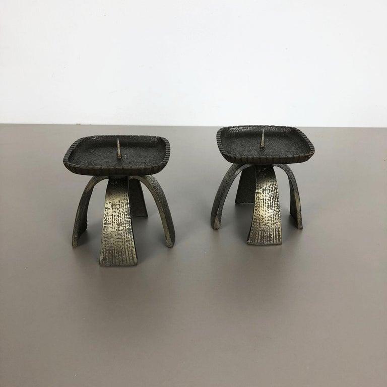 Set of 2 Modernist Vintage 1970s Sculptural Brutalist Metal Candleholder, France In Distressed Condition For Sale In Kirchlengern, DE