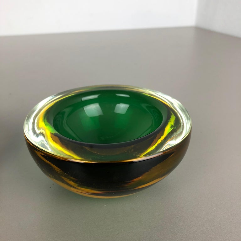 Set of 2 Murano Glass Sommerso Bowl Shells Ashtray Element, Italy, 1970s 3