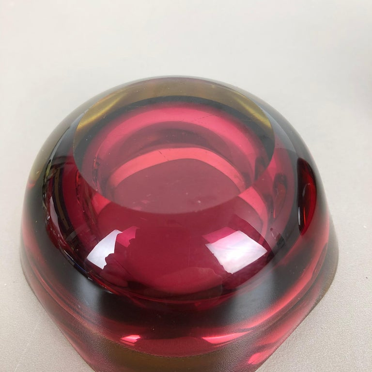 Set of 2 Murano red Glass Sommerso Bowl Shells Ashtray Element, Italy, 1970s In Good Condition For Sale In Kirchlengern, DE