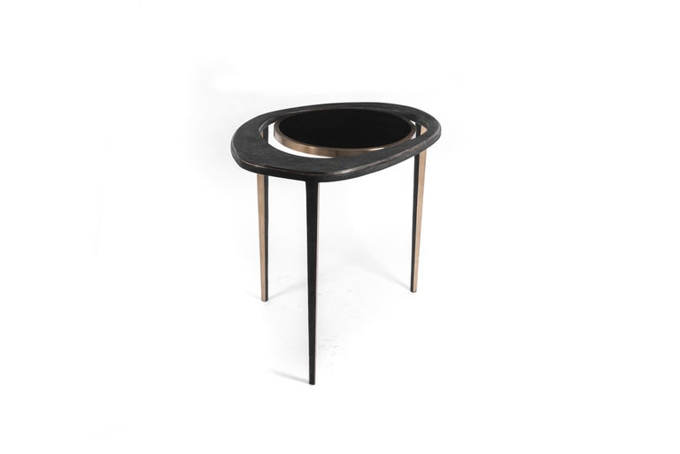Set of 2 Peacock Nesting End Table in Black Shagreen Shell Brass by R&Y Augousti In New Condition For Sale In New York, NY