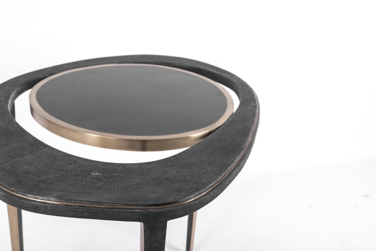 Contemporary Set of 2 Peacock Nesting End Table in Black Shagreen Shell Brass by R&Y Augousti For Sale